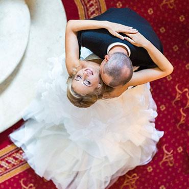 Foto-by-Christina-und-Eduard-Grjasin-Hochzeit-Villa-Rothschild-Kempinski-Königstein-im-Taunus-Brautpaar-von-oben
