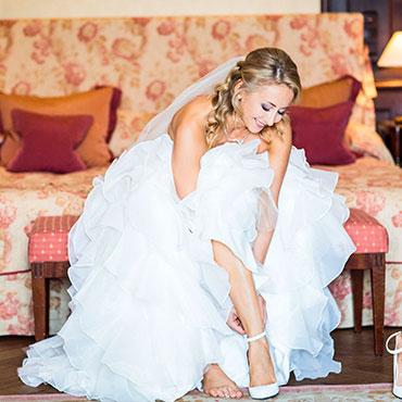 Foto-by-Christina-und-Eduard-Grjasin-Hochzeit-Villa-Rothschild-Kempinski-Königstein-im-Taunus-Getting-ready-Braut-Brautschuhe