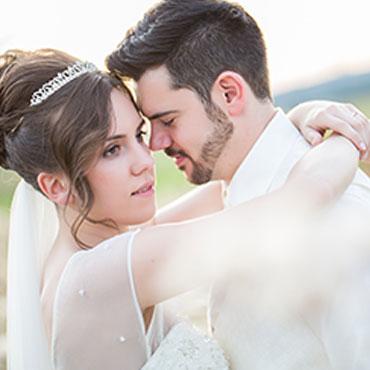 Romantische-Liebeserklärung-in-einem-Interview.-Hochzeit-in-Kaiserslautern-Brautpaar-Nahaufnahme-Gesichter-romantisch
