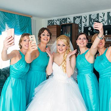 Russische-Hochzeit-in-Worms-Undenheim-Vivant-Memoire-Brautjungfern--Kleider-Selfie-getting-Ready