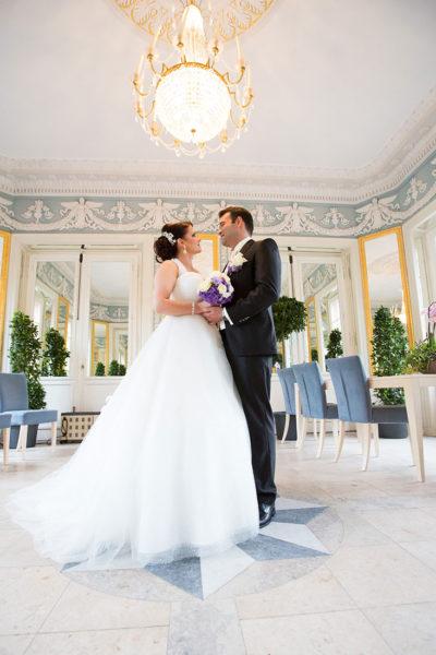 Hochzeit-Aschaffenburg-Spiegelsaal-in-Nilkheimer-Park-Standesamt-Sergej-Metzger-Hochzeitsvideo-Hannover-Fotograf
