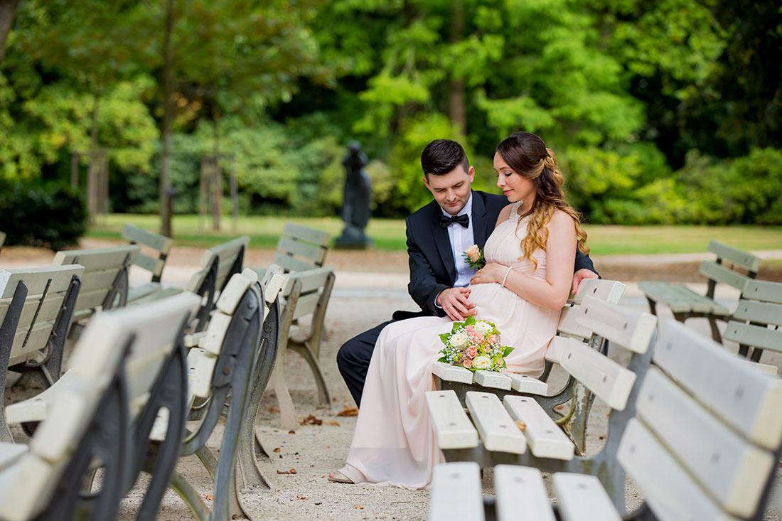 Hochzeit-Bad-Homburg-Standesamt-Kurpark-Kaiser-Wilhelms-Bad-Schwangerschaft-Sergej-Metzger-Hochzeitsvideo-(12)