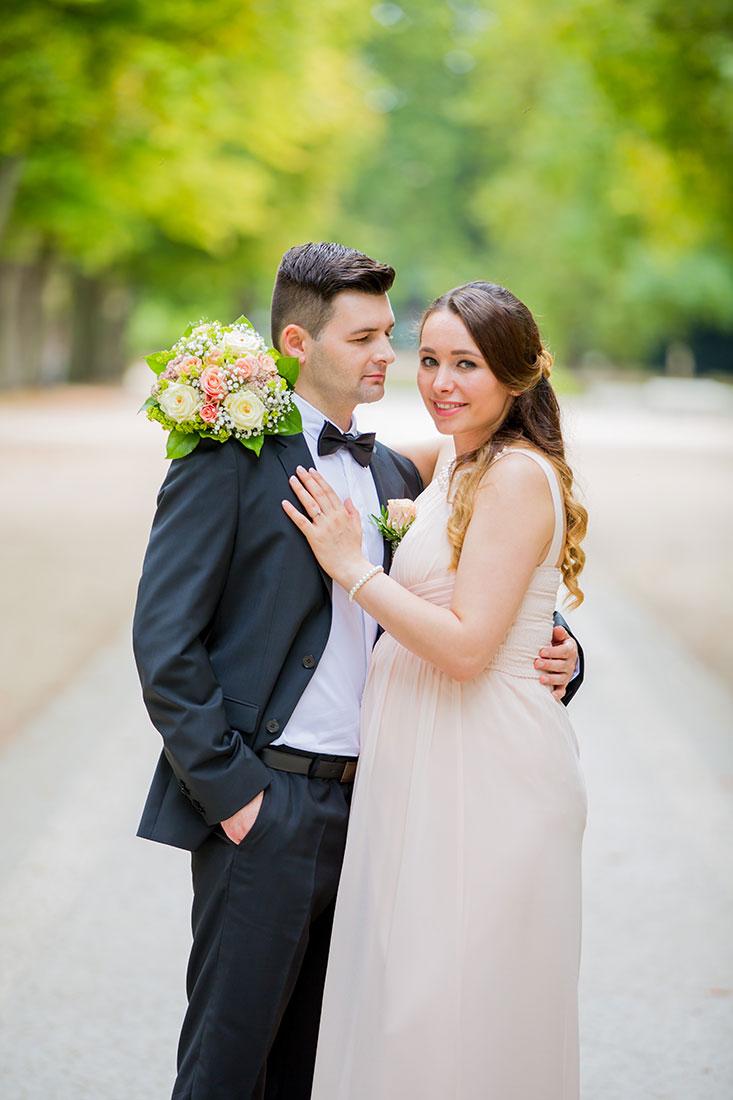 Hochzeit-Bad-Homburg-Standesamt-Kurpark-Kaiser-Wilhelms-Bad-Schwangerschaft-Sergej-Metzger-Hochzeitsvideo-(13)