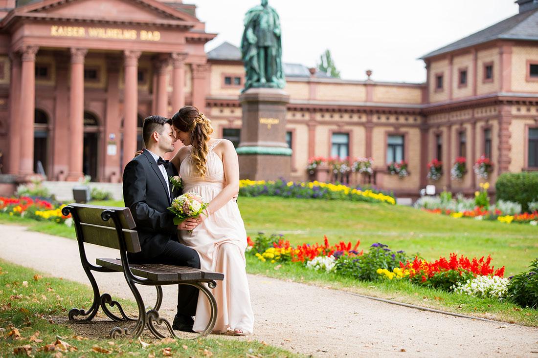 Hochzeit-Bad-Homburg-Standesamt-Kurpark-Kaiser-Wilhelms-Bad-Schwangerschaft-Sergej-Metzger-Hochzeitsvideo-(19)