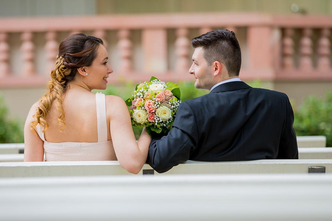 Hochzeit-Bad-Homburg-Standesamt-Kurpark-Kaiser-Wilhelms-Bad-Schwangerschaft-Sergej-Metzger-Hochzeitsvideo-(9)
