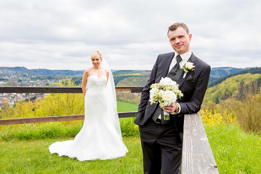 Hochzeit-Burgruine-Windeck-Brautpaar-versetzt-Brautstrauß-Sergej-Metzger-Hochzeitsvideo-Hannover-Fotograf-Hildesheim