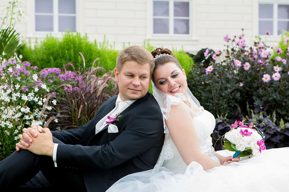 Hochzeit-Hannover-Herrenhäuser-Großer-Garten-Schloss-Herrenhausen-Brautpaar-Rücken-Sergej-Metzger-Hochzeitsvideo-Fotograf-Hannover
