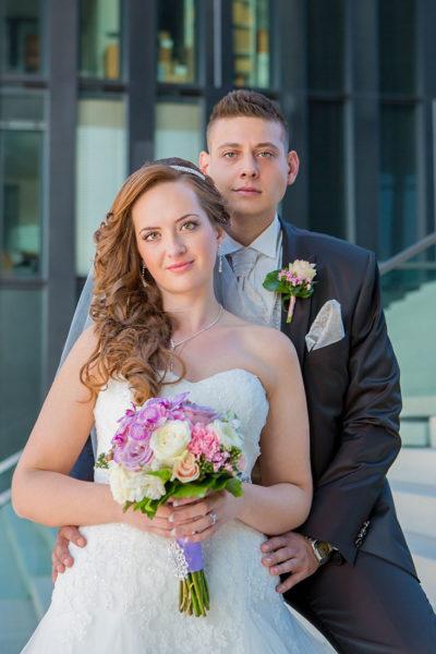 Hochzeit-Hyatt-Hotel-Düsseldorf-Brautpaar-Umarmung-Sergej-Metzger-Hochzeitsvideo-Fotograf-Hannover