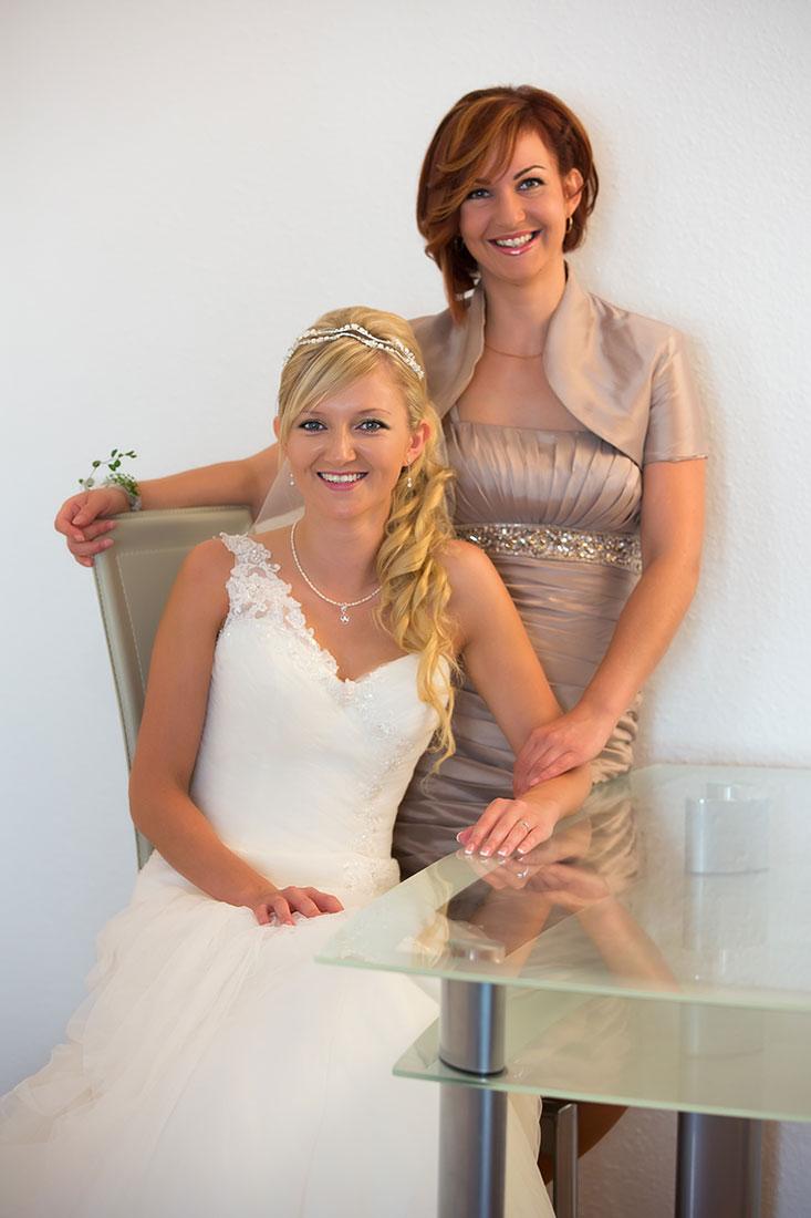 Hochzeit-Kempten-Braut-getting-ready-Trauzeugin-Freude-Sergej-Metzger-Hochzeitsvideo-Hannover-Hildesheim