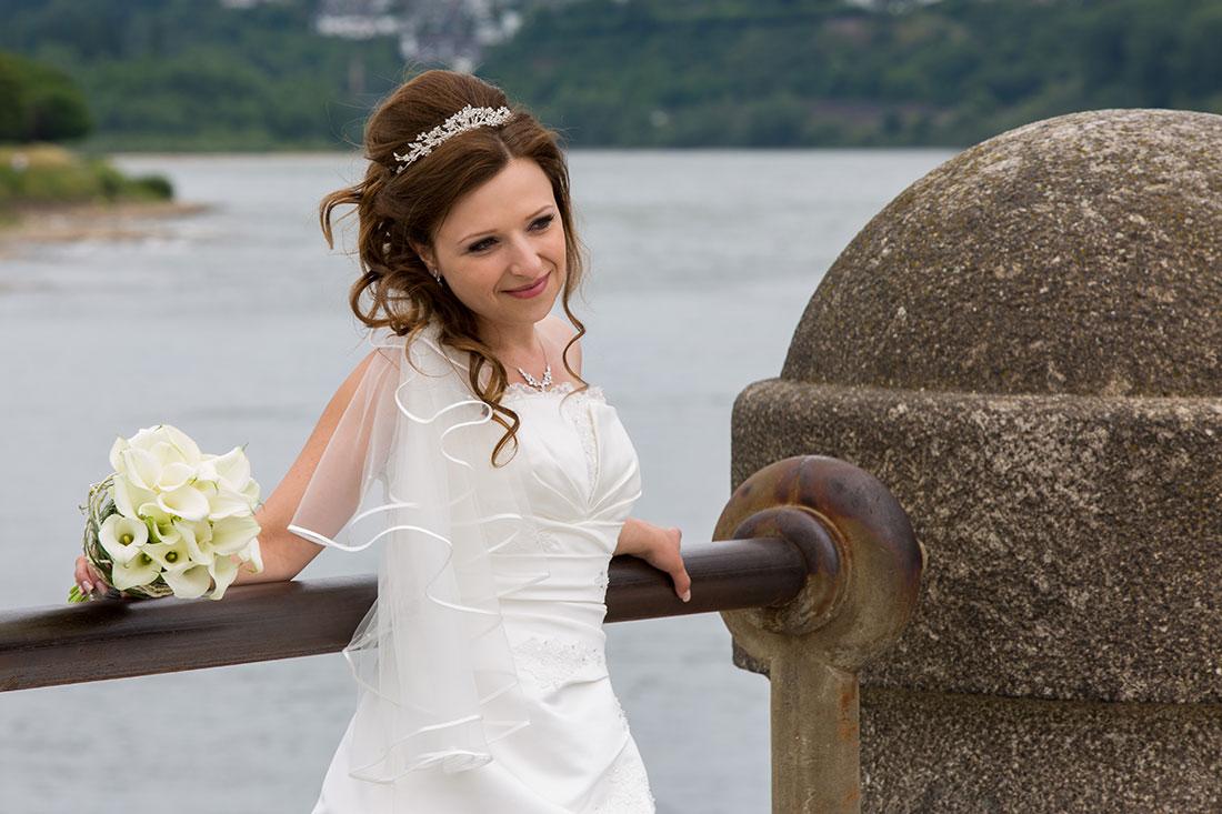 Hochzeit-Koblenz-Deutsches-Eck-Braut-wartet-erwartung-Sergej-Metzger-Hochzeitsvideo-Hannover-Hildesheim