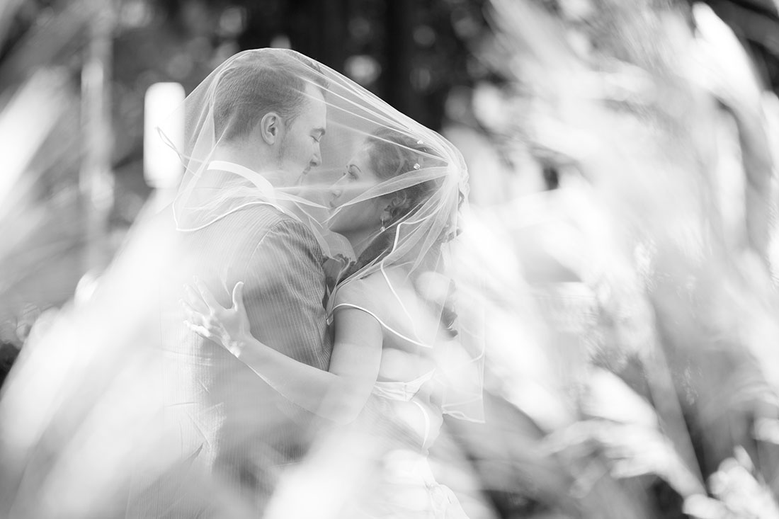 Hochzeit-Kurpark-Wiesbaden-After-wedding-schwarz-weiß-romantisch-Sergej-Metzger-Hochzeitsvideo-Hannover-Hildesheim