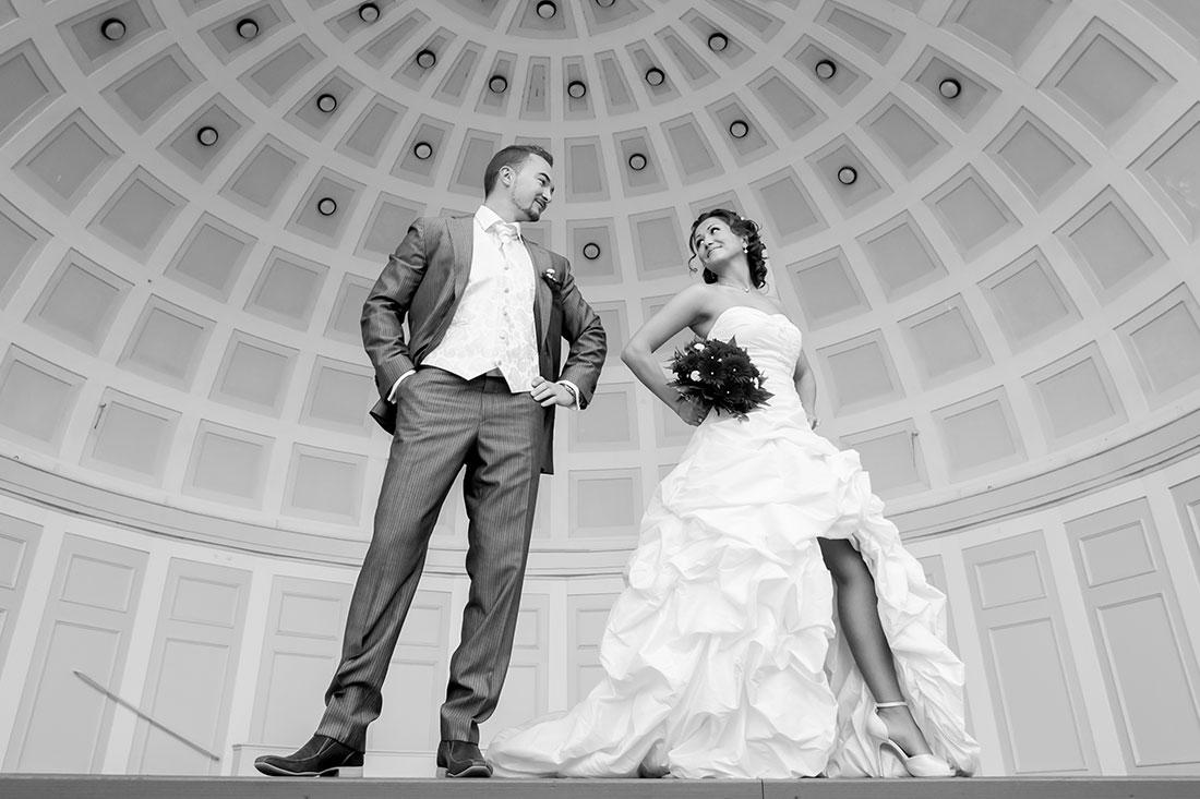 Hochzeit-Kurpark-Wiesbaden-Hochzeitskleid-offene-Beine-Sergej-Metzger-Hochzeitsvideo-Hannover-Hildesheim