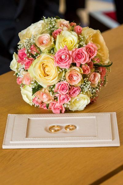 Hochzeit-Limburg-Standesamt-Brautstrauß-Trauringe-Ringe-Sergej-Metzger-Hochzeitsvideo-Fotograf-Hannover-Hildesheim