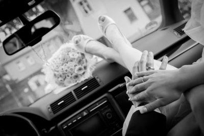Hochzeit-Lutherkirche-Holzminden-schwarz-weiß--Hochzeitsauto-Sergej-Metzger-Hochzeitsvideo-Hildesheim