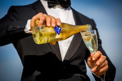 Hochzeit-Mainz-after-wedding-Blue-nun-Sekt-Goldblättchen-22k-Feld-Strohballen--Sergej-Metzger-Hochzeitsvideo-Hildesheim