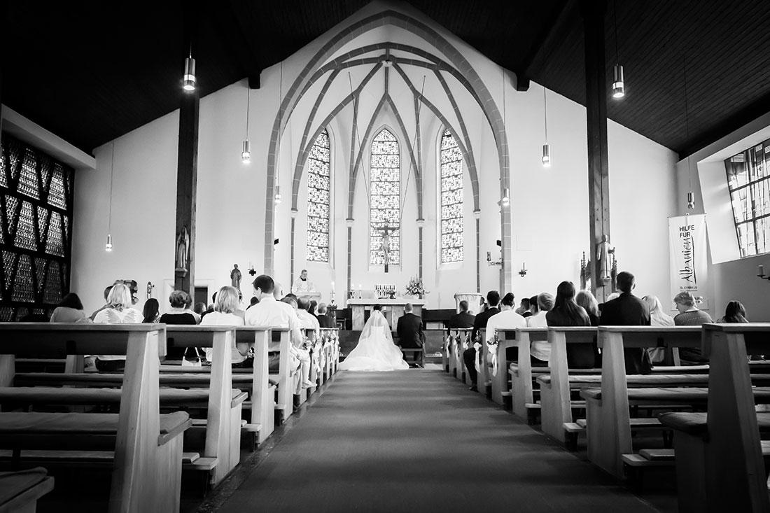Hochzeit-Quirinus-von-Neuss-schwarz-weiß-Weitwinkel-Sergej-Metzger-Hochzeitsvideo-Hannover-Hildesheim