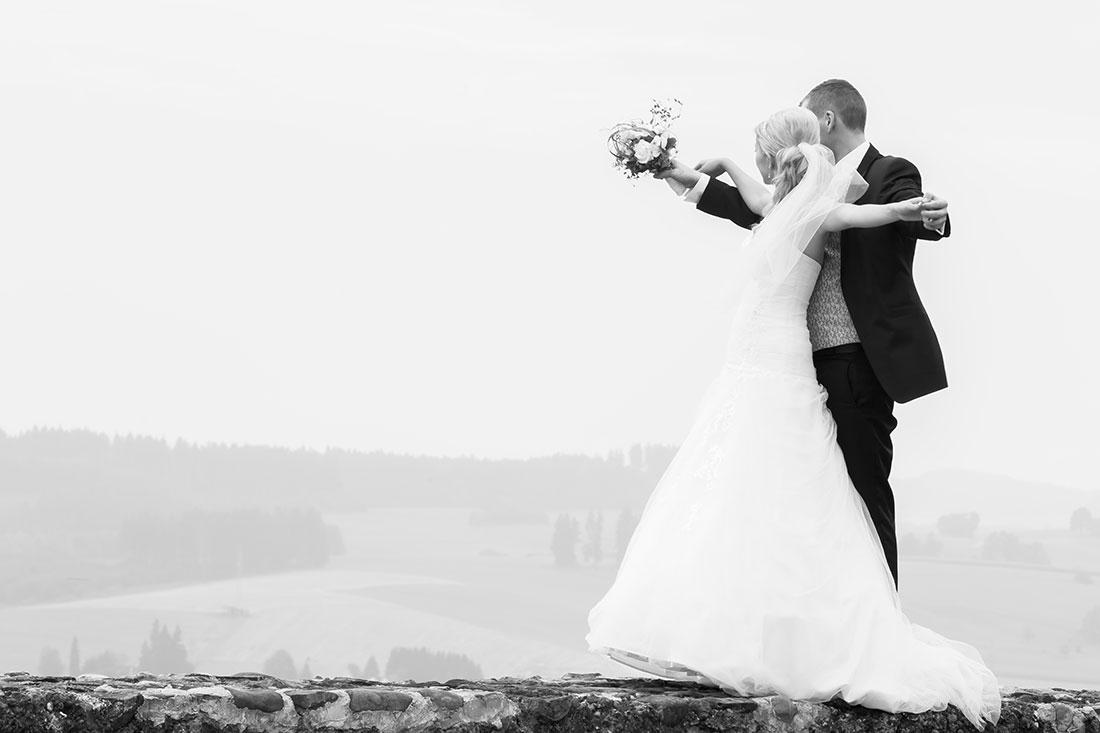 Hochzeit-Residenz-Kempten-best-of-Zukunft-Titanik-romantisch-schwarz-weiß-Sergej-Metzger-Hochzeitsvideo-Hannover-Hildesheim