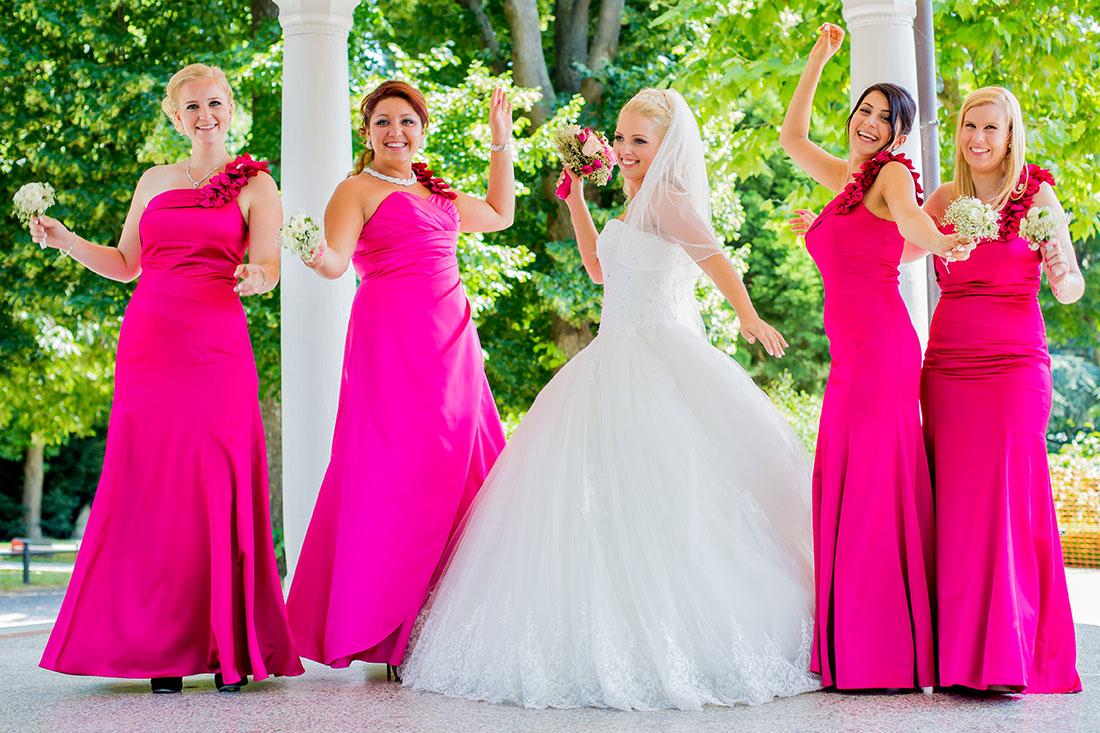 Hochzeit-Schloss-Garten-Tettnang-Braut-Trauzeuginen-Brautjungfern-gleiche-Kleider-lustig-Tanzen-Sergej-Metzger-Video-Foto-Hannover