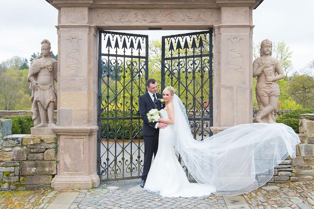 Hochzeit-Schloss-Homburg-Nümbrecht-Brautpaar-Fliegender-Schleier-Sergej-Metzger-Hochzeitsvideo-Hannover-Foto-Hildesheim