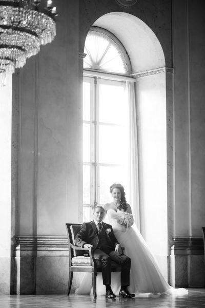 Hochzeit-Schloss-Ludwigsburg-Marmorsaal-Brautpaar-schwarz-weiß-Sergej-Metzger-Hochzeitsvideo-Hannover