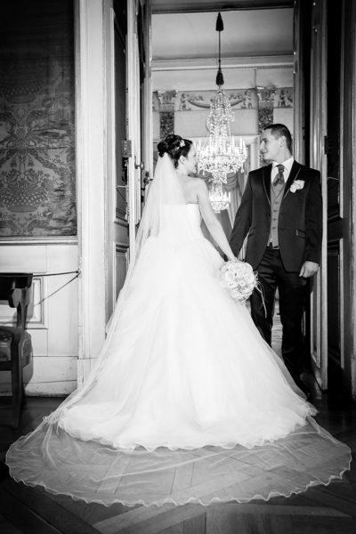Hochzeit-Schloss-Ludwigsburg-schwarz-weiß-Schleier-Brautpaar-Sergej-Metzger-Hochzeitsvideo-Hannover