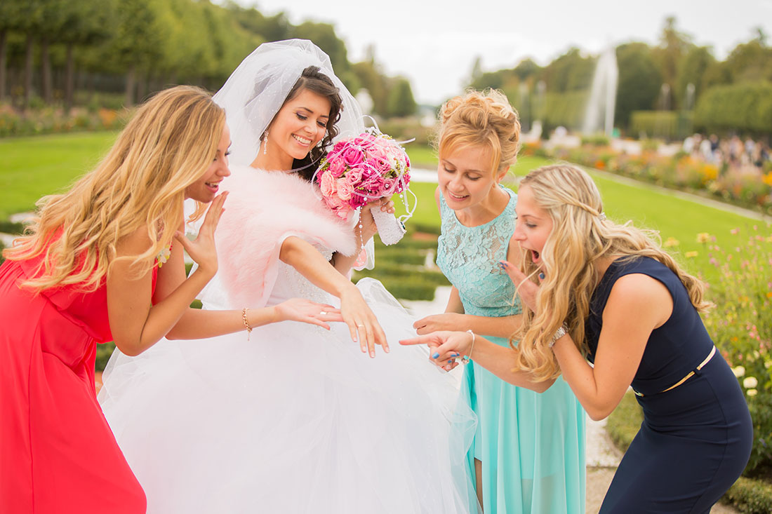 Hochzeit-Schloss-Mittelbau-Garten-Schwetzingen-Braut-Staunen-Sergej-Metzger-Video-Foto-Hannover