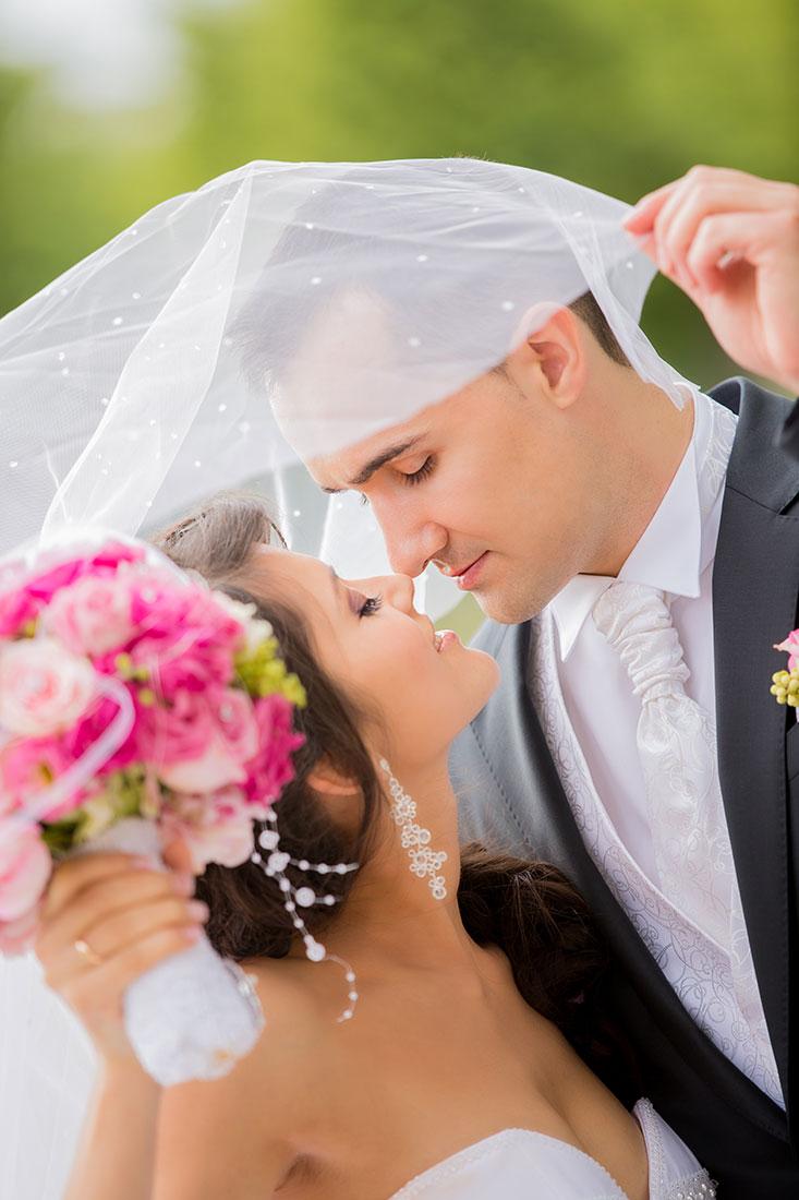 Hochzeit-Schloss-Mittelbau-Garten-Schwetzingen-Schleier-romantisch-glücklich-Video-Foto-Hannover