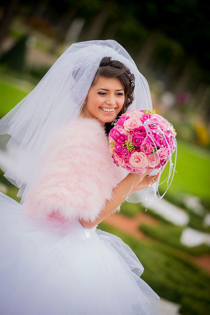 Hochzeit-Schloss-Mittelbau-Schlossgarten-Schwetzingen-Braut-lachen-glücklich-Video-Foto-Hannover