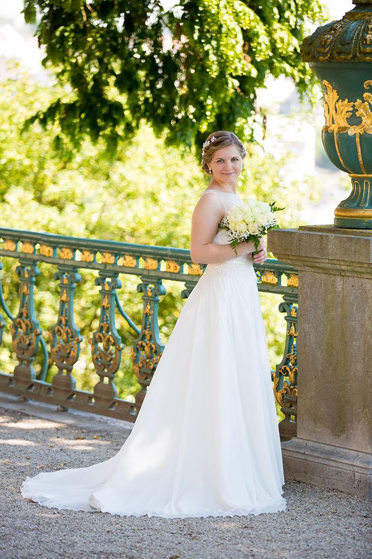 Hochzeit-Schloss-Schlossgarten-Weilburg-Braut-langes-Kleid-Sergej-Metzger-Hochzeitsvideo-Hannover