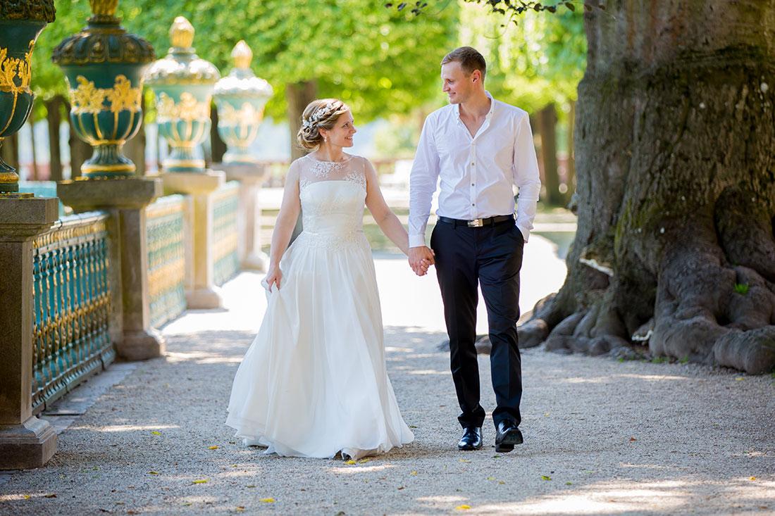Hochzeit-Schloss-Schlossgarten-Weilburg-Brautpaar-Spaziergang-Allee-Sergej-Metzger-Hochzeitsvideo-Hannover