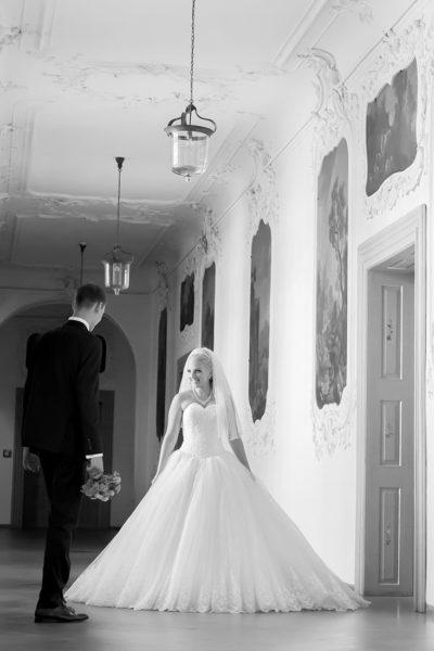 Hochzeit-Schloss-Tettnang-Brautpaar-schwarz-weiß-romantisch-Love-Sergej-Metzger-Hochzeitsvideo-Fotograf-Hannover-Hildesheim