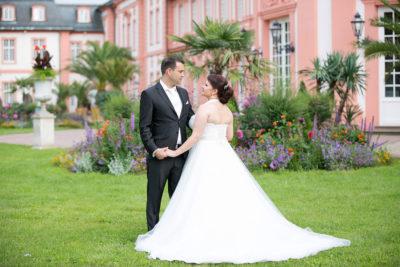 Hochzeit-after-wedding-schloss-Biebrich-in-Wiesbaden-Brautpaar-Sergej-Metzger-Hochzeitsvideo-Hannover-Fotograf