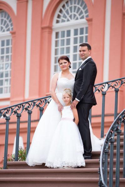 Hochzeit-ein-after-wedding-schloss-Biebrich-Wiesbaden-Brautpaar-Sergej-Metzger-Hochzeitsvideo-Hannover-Fotograf