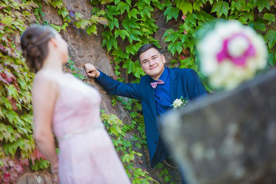 Hochzeit-in-Burg-altes-Schloss-Standesamt-heiraten-in-Dillingen-Brautpaar-versetzt-Sergej-Metzger-Hochzeitsvideo-in-Hannover-Fotograf-Hochzeit-Hildesheim