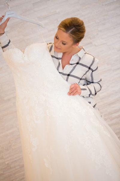 Hochzeit-in-Darmstadt-getting-ready-Braut-mit-Hochzeitskleid-Sergej-Metzger-Hochzeitsvideo-in-Hannover-Fotograf-Hochzeit-Hildesheim