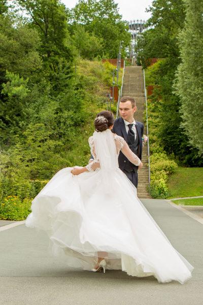 Hochzeit-in-Hemer-Sauerlandpark-Hemer-Brautpaar-Sergej-Metzger-Hochzeitsvideo-in-Hannover-Fotograf-Hildesheim-Hochzeitstanz-Romantisch-liebevoll