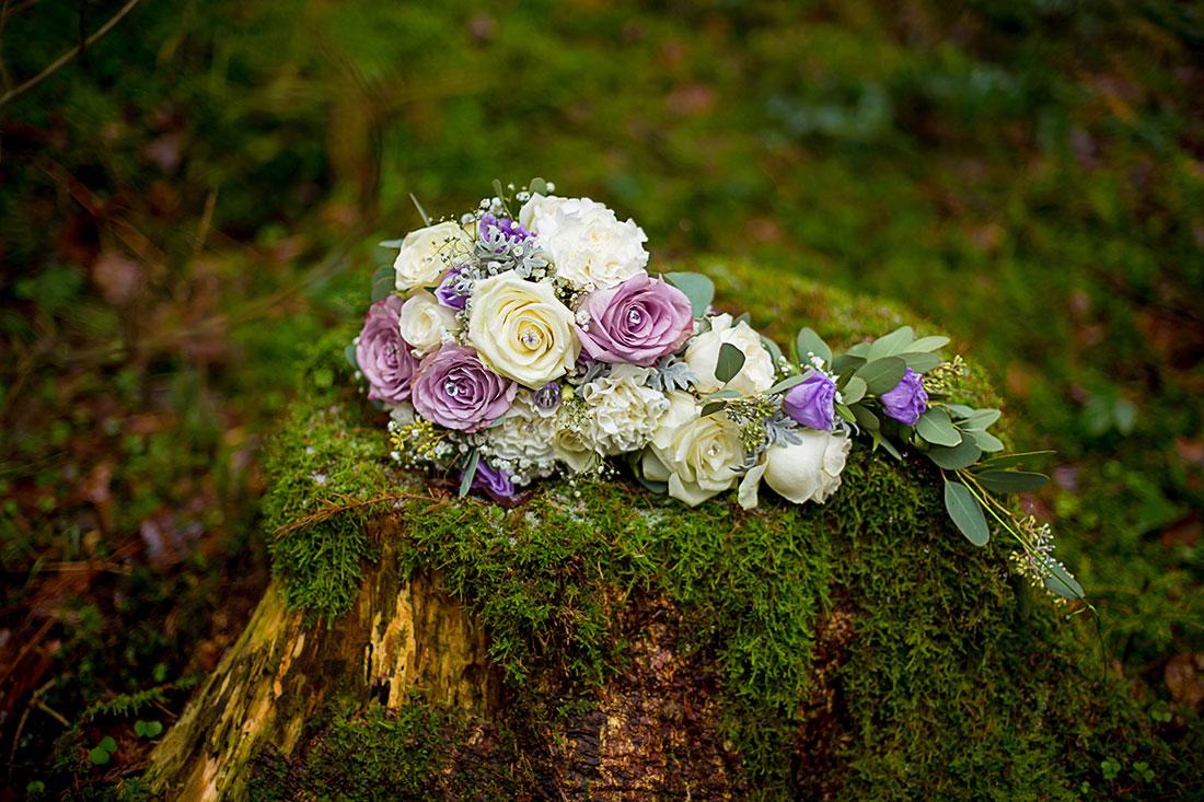 Hochzeit-in-Osterode-Hochzeitsbilder-im-Wald-Brautstrauß--Sergej-Metzger-Hochzeitsvideo-in-Hannover-Fotograf-Hochzeit-Hildesheim