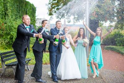 Hochzeit-in-Saarbrücken-Schloss-Schlossgarten-Brautpaar-sektdusche-Brautjungfern-Spaß-lustig-Sergej-Metzger-Hochzeitsvideo-Hannover-Fotograf-Hochzeit-Hildesheim