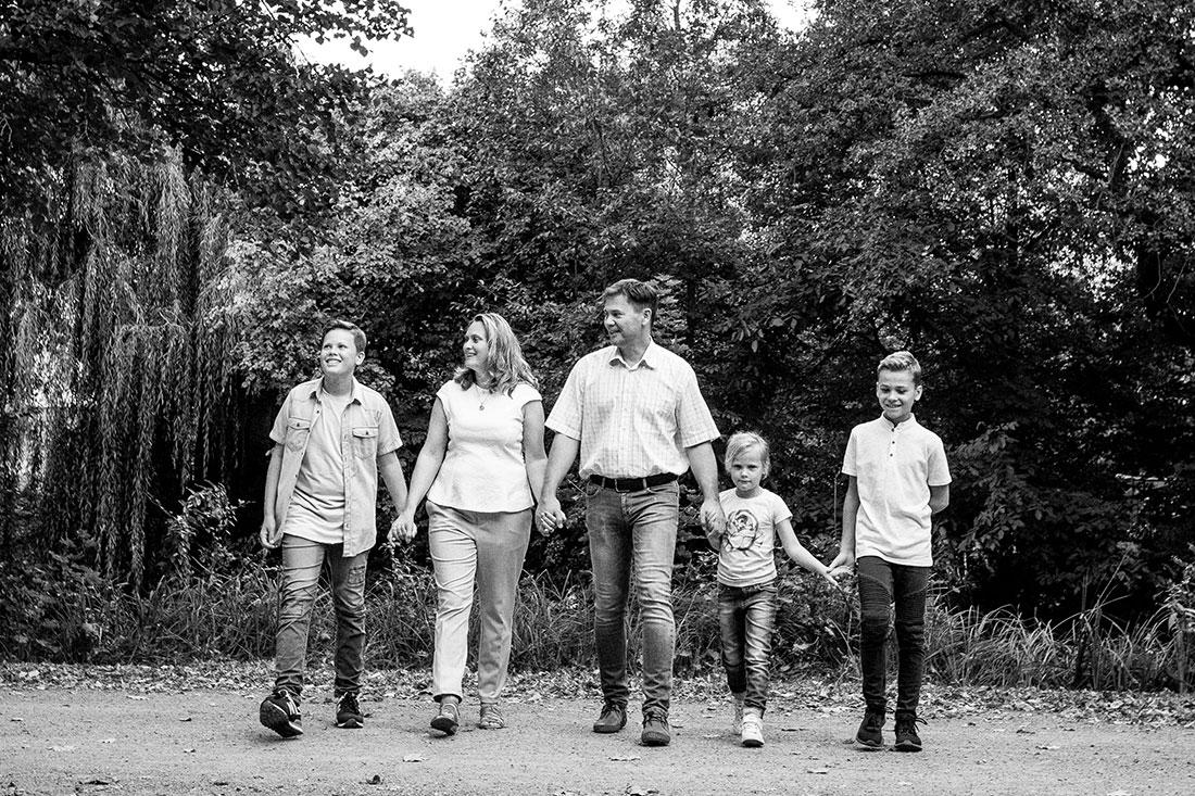 Familienfotograf-Hildesheim-Natalja-Frei-Sergej-Metzger-Familie-Fotograf-Familienbilder-(11)