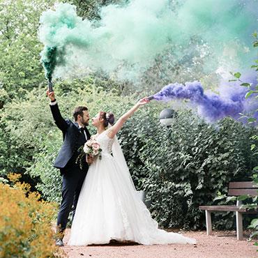 Hochzeit-in-Hildesheim-SmokeBomb-Farbrauch-Rauchpatronen-Raucherzeuger-Magdalenengarten-Michaeliskirche-Fotografin-Natalja-Frei-Videograf-Sergej-Metzger