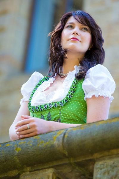 Portraitfotograf-Portrait-Themen-Shooting-Hildesheim-Hannover-Braunschweig-Salzgitter-Sergej-Metzger-dirndl-Oktoberfest-(10)