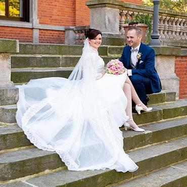 Hochzeit-Sottrum-Schlosspark-Etelsen-Braut-Treppe-Hochzeitsvideo-Hannover-Sergej-Metzger-Hochzeitsfotografin-Hildesheim-Natalja-Frei