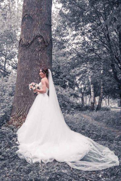 Hochzeit in Herford Aawiesenpark Herford Hochzeitsfotografin Natalja Frei Hochzeitsvideograf Sergej Metzger Braut Schleppe