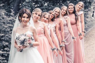 Hochzeit in Herford Aawiesenpark Herford Hochzeitsfotografin Natalja Frei Hochzeitsvideograf Sergej Metzger Brautjungfern gleiche Kleider