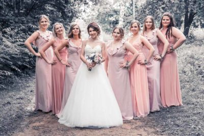 Hochzeit in Herford Aawiesenpark Herford Hochzeitsfotografin Natalja Frei Hochzeitsvideograf Sergej Metzger Brautjungfern gleiche Kleider V (1)
