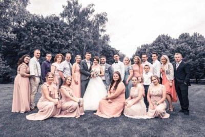 Hochzeit in Herford Aawiesenpark Herford Hochzeitsfotografin Natalja Frei Hochzeitsvideograf Sergej Metzger Grupenbild Freunde
