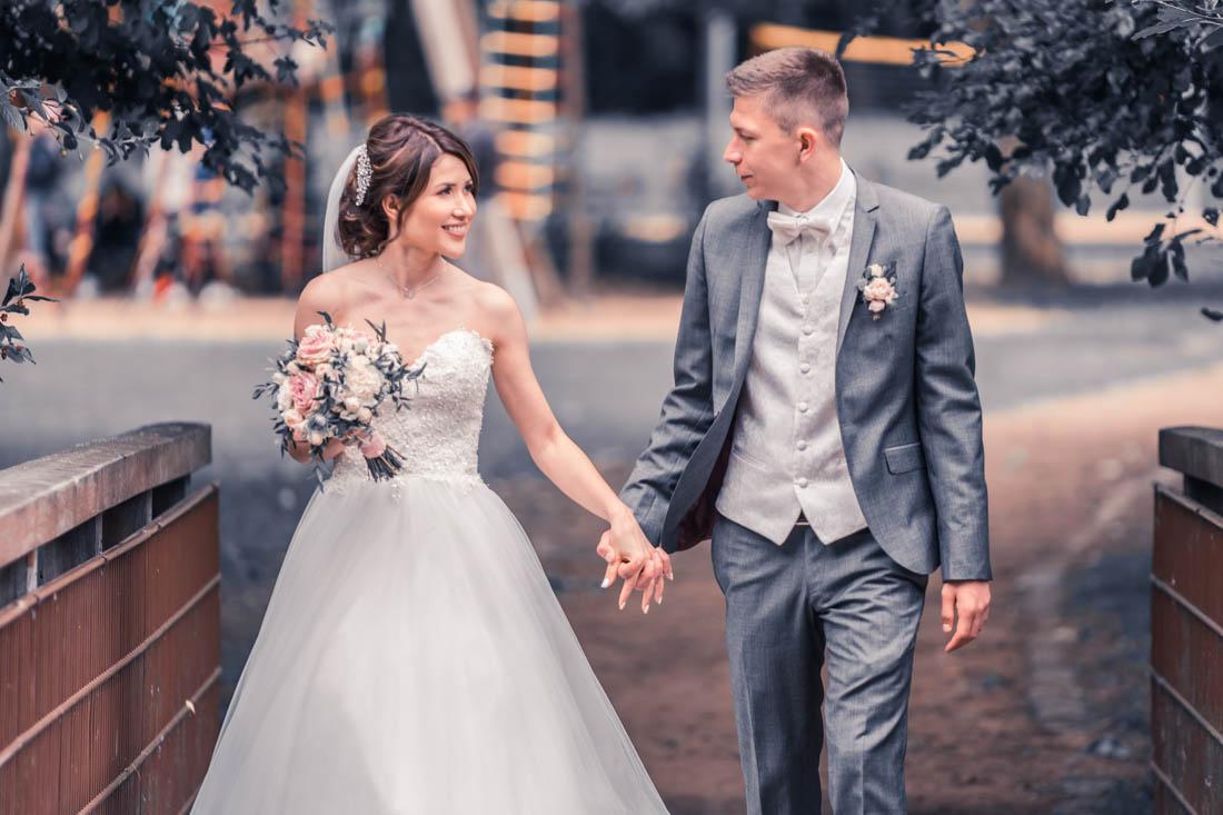 Hochzeit in Herford Aawiesenpark Herford Hochzeitsfotografin Natalja Frei Hochzeitsvideograf Sergej Metzger Spaziergang