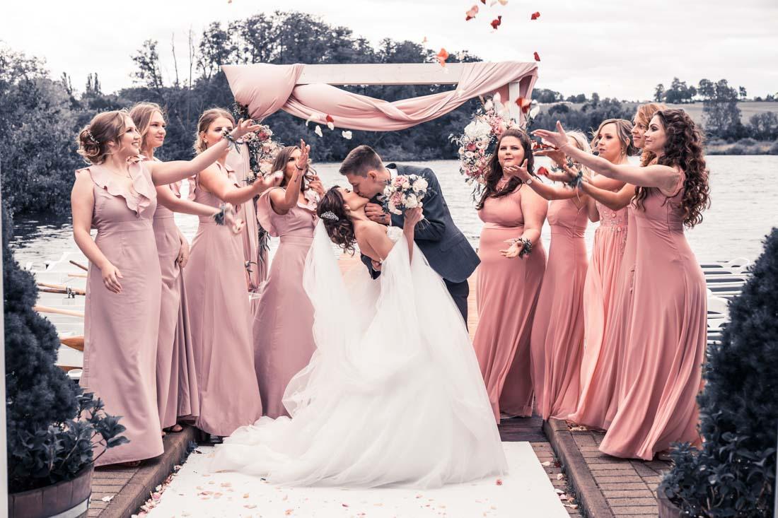 Hochzeit in Herford Freie Trauung Moor Ranch Hücker Moor See Spenge Hochzeitsfotograf Natalja Frei Hochzeitsvideograf Hannover Sergej Metzge Brautjungfern