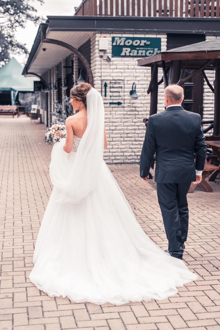 Hochzeit in Herford Freie Trauung Moor Ranch Hücker Moor See Spenge Hochzeitsfotografin Natalja Frei Hochzeitsvideograf Hannover Sergej Metzge ( (6)