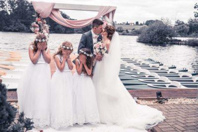 Hochzeit in Herford Freie Trauung Moor Ranch Hücker Moor See Spenge Hochzeitsfotografin Natalja Frei Hochzeitsvideograf Hannover Sergej Metzge Kinder